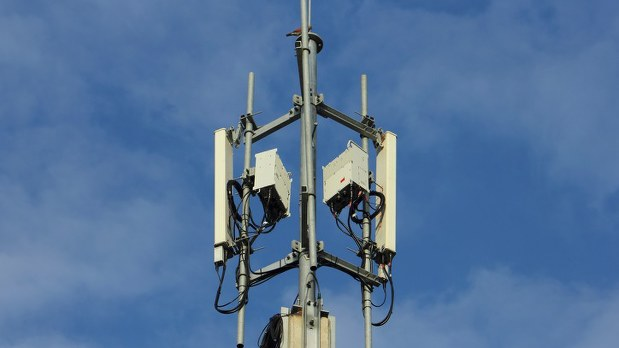 携帯電波を使った新しいサービスが始まる(携帯基地局)