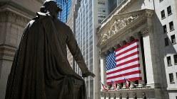 ニューヨーク証券取引所とジョージ・ワシントン像