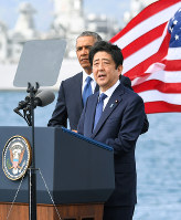Prime Minister Shinzo Abe delivers a speech at Pearl Harbor, as President Barack Obama looks on, off the island of Oahu in Hawaii on Dec. 27, 2016. (Pool photo)