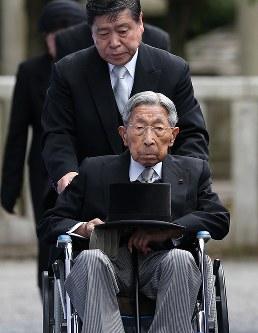 三笠宮さま=東京都文京区の豊島岡墓地で2015年6月6日午後1時56分、小出洋平撮影
