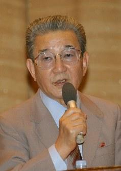 小川宏さん=2002年6月1日、大橋公一撮影