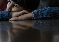 サポートスクールで学ぶ男の子。スクールはアラビア語で「私の居場所」という意味の「マカニ」と呼ばれる=ヨルダン・アンマンで2016年9月22日、久保玲撮影
