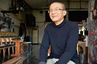 インタビューに答える鳥の劇場の中島諒人代表=鳥取市鹿野町鹿野で、小野まなみ撮影
