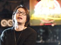 ライブハウスでこれまでの取り組みを振り返る松原裕さん=神戸市中央区で、望月亮一撮影