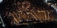 ろうそくでともされた「1995 光 1・17」の文字=神戸市中央区の東遊園地で2017年1月17日午前6時24分、幾島健太郎撮影