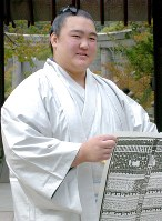 Kisenosato is seen here at the age of 18, having just risen to the top Makuuchi division, on Nov. 1, 2004. (Mainichi)