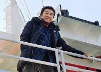 萩商港からクロマグロ釣りに向かう俳優の松方弘樹さん=山口県萩市で2012年11月16日午後3時40分、川上敏文撮影