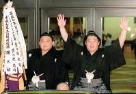 【66代】若乃花勝(右)と貴乃花=両国国技館で1998年5月24日、塩入正夫撮影