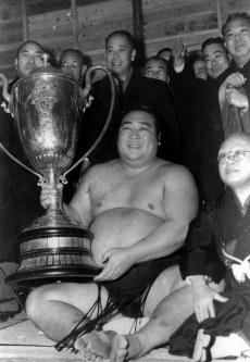 【42代】鏡里喜代治=1953年1月撮影