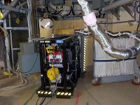 東京電力福島第1原発2号機格納容器内の調査に向けた穴開け作業=2016年12月21日撮影(東京電力提供)