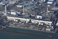 Tokyo Electric Power Co.'s Fukushima No. 1 nuclear plant is seen from the air in this Nov. 22, 2016 file photo. (Mainichi)