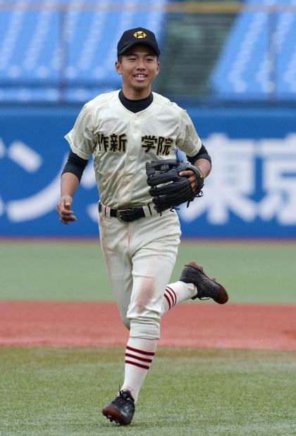 二塁手として攻守にチームを引っ張る添田真聖主将=東京都新宿区の神宮球場で2016年11月11日、武市公孝撮影