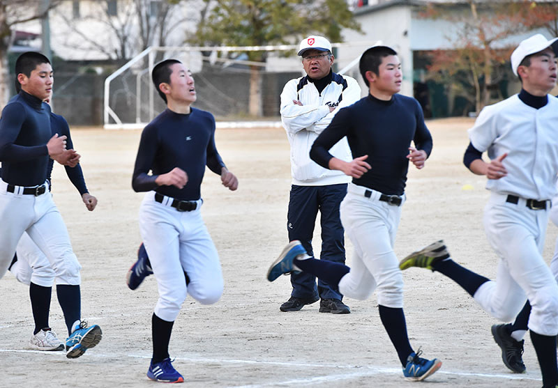 野球のかたち:それぞれの白球/1 打ち勝つ試合、面白い 常識破り ...