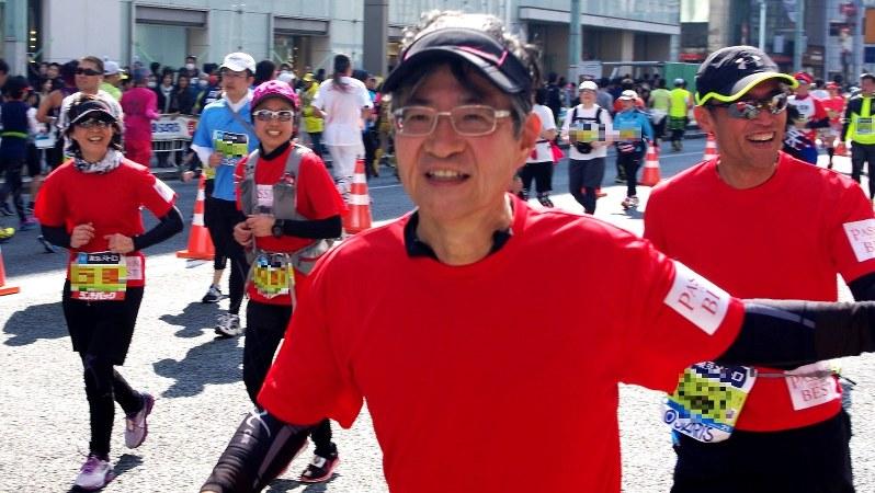 2016年2月の東京マラソンを走る大和証券グループ本社の日比野隆司社長 ※掲載にあたり写真の一部を加工しています