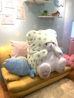 New character Moppu is pictured here lounging with companions Gyoniku, left, and Kanikama, right, at the Sanrio Expo 2017 in Shinagawa Ward, Tokyo, on Feb. 4. (Mainichi)
