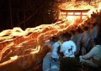 Men carrying torches run down a stone staircase as part of Kamikura Shrine's Oto Matsuri fire festival in Shingu, Wakayama Prefecture, on the night of Feb. 6, 2017. (Mainichi)