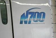 N700系の側面にあるロゴ=松田嘉徳撮影