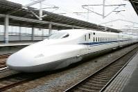 疾走するN700系のぞみ号=松田嘉徳撮影