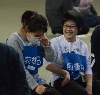 チームで勝ち取った優勝。思わずうれし涙がこぼれる=前橋市関根町のALSOKぐんま武道館で