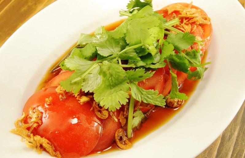 「オリエンタル冷やしトマト」(480円税別、以下同)。冷やしトマトがアジアン料理に早変わり