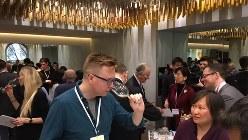 英国のワインジャーナリストやソムリエが駆けつけた甲州ワインの試飲会=2017年2月1日、三沢耕平撮影