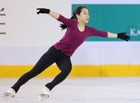 Japanese figure skater Mai Mihara is seen during a practice session ahead of the 2017 Four Continents Figure Skating Championships at Gangneung Ice Arena in Gangneung, South Korea, on Feb. 14, 2017. (Mainichi)