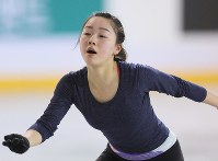 Japanese figure skater Wakaba Higuchi is seen during a practice session ahead of the 2017 Four Continents Figure Skating Championships at Gangneung Ice Arena in Gangneung, South Korea, on Feb. 14, 2017. (Mainichi)