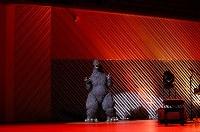 映画「シン・ゴジラ」で日本映画大賞を受賞し、表彰式に登場したゴジラ=川崎市幸区のミューザ川崎シンフォニーホールで2017年2月15日午後5時50分、小川昌宏撮影