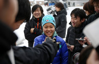 Ski jumper Sara Takanashi, center, smiles as she answers questions from reporters at the Miyanomori Ski Jump Stadium in Sapporo on Jan. 8, 2014. (Mainichi)