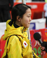 Ski jumper Sara Takanashi tearfully answers questions from reporters after finishing in fourth place in the normal hill individual women's event at the Sochi Olympics on Feb. 11, 2014. (Mainichi)
