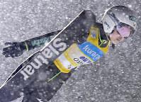 Ski jumper Sara Takanashi jumps at the FIS Ski Jumping World Cup at Kuraray Zao Schanze in Yamagata on Jan. 20, 2017. (Mainichi)