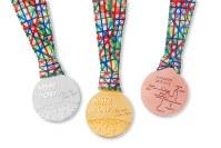 東京マラソン2017の上位入賞者に贈られるメダル=田中貴金属提供