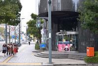 (4)被爆直後に臨時広島県庁となった建物の跡地には広島銀行銀山町支店が建つ=広島市中区で2017年2月6日、山田尚弘撮影