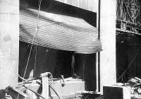 (7)爆風で破壊された福屋百貨店新館西面の鉄製シャッター(爆心地から710メートル)=広島市の八丁堀(現広島市中区八丁堀)で1945年8月9日、広島平和記念資料館(原爆資料館)検証