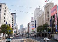 (7)福屋百貨店(右)付近から東を撮影。右奥の広島三越の場所には被爆当時、中国新聞社があった=広島市中区で2017年2月6日、山田尚弘撮影