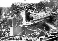 (17)倒壊した家屋(爆心地から1600メートル)=広島市二葉の里(現広島市東区二葉の里)で1945年8月9日、広島平和記念資料館(原爆資料館)検証