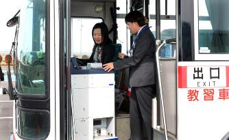 バス運転手:男の職業? 女性対...
