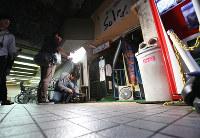芸能活動をしていた大学生が、男に刺された現場=東京都小金井市で2016年5月21日、小出洋平撮影