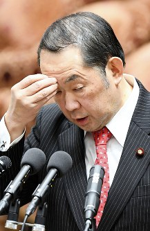 衆院予算委員会で答弁する金田勝年法相=国会内で9日、川田雅浩撮影
