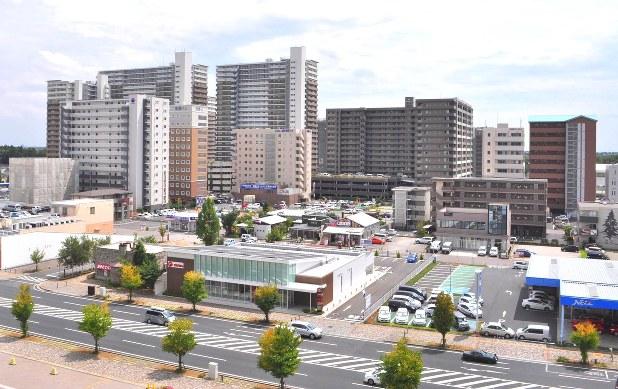 大規模マンションが林立するつくば市の研究学園駅前=茨城県つくば市研究学園5で2015年