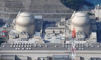 関西電力大飯原発。右から3号機、4号機=福井県おおい町で、本社ヘリから小関勉撮影