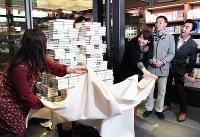 Fans unveil Haruki Murakami's new book