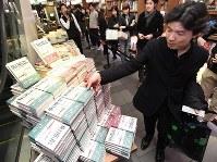 Fans line up to buy Haruki Murakami's new book