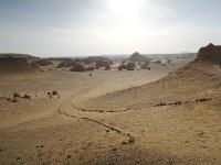 エジプト中部ファイユーム郊外にあるワディ・アル・ヒタン。壮大な景色が広がる=秋山信一撮影