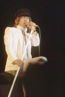 1974年(昭和49年)8月、福島県郡山市で「ワンステップ・フェスティバル」が開催され、8月4,5,8,9、10日の5日間にはロック・コンサートが行われた。「ワンステップ・フェスティバル」のロック・コンサートで歌うかまやつひろしさん=福島県郡山市の開成山公園で1974年(昭和49年)8月9日、平嶋彰彦撮影
