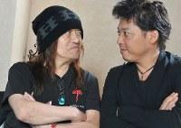 ムッシュかまやつさん(左)TAROかまやつさん親子=2008年7月27日、川辺章生撮影