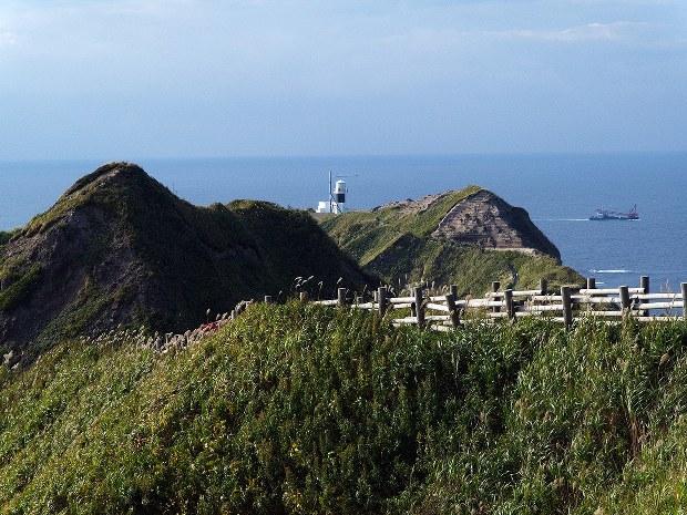灯台ものがたり:東西の神威岬に...