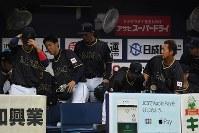 【日本―阪神】阪神に敗れ、引き揚げる日本の選手たち=京セラドーム大阪で2017年3月3日、久保玲撮影