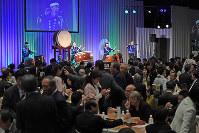 約600人が参加して開かれた「第2回がんばっぺ福島!応援の集い」=東京都中央区で2017年3月4日午後3時半、丸山博撮影
