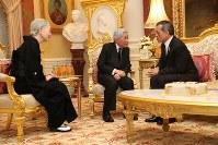 タイのワチラロンコン国王と会見される天皇、皇后両陛下=バンコクのアンバラ・ビラ宮殿で2017年3月5日午後6時51分(代表撮影)